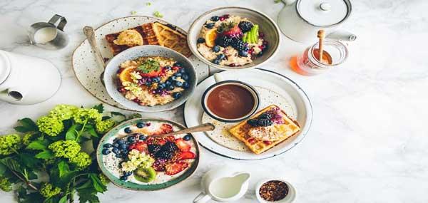 خوردن صبحانه کامل
