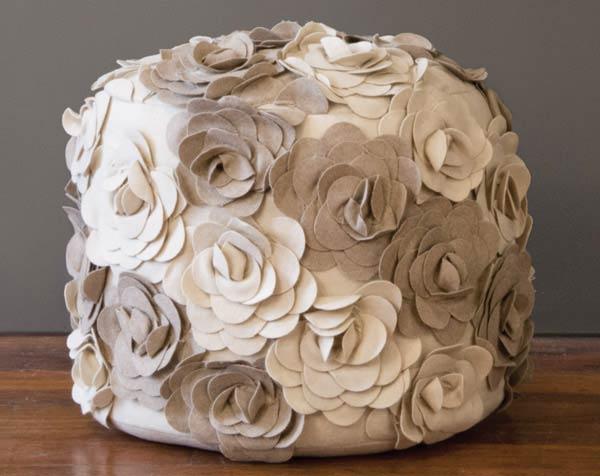 پاف تزیین شده با گلهای نمدی