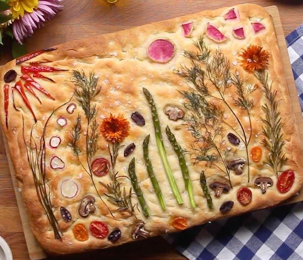 تزیین نان فوکاچا