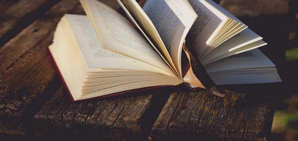 خواندن کتاب هایی با موضوع سیاسی