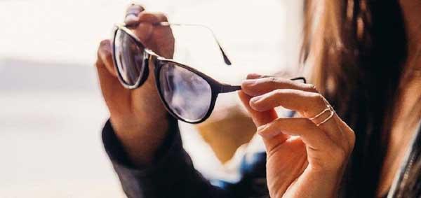 خرید عینک آفتابی زنانه مارک دار از فروشگاههای معتبر