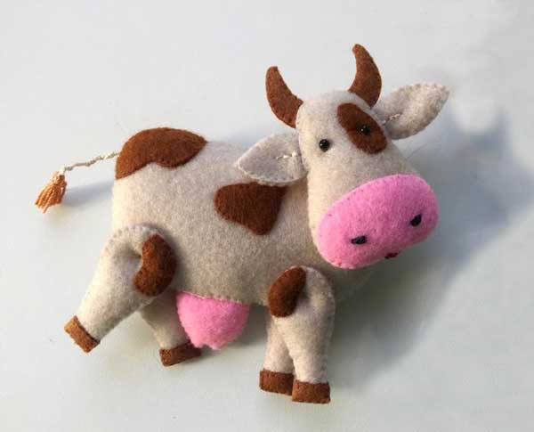 عروسک گاو نمدی