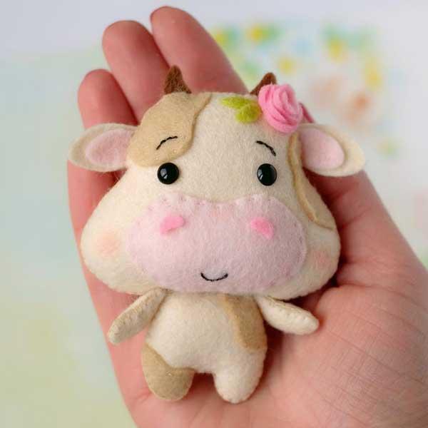 عروسک گوساله نمدی