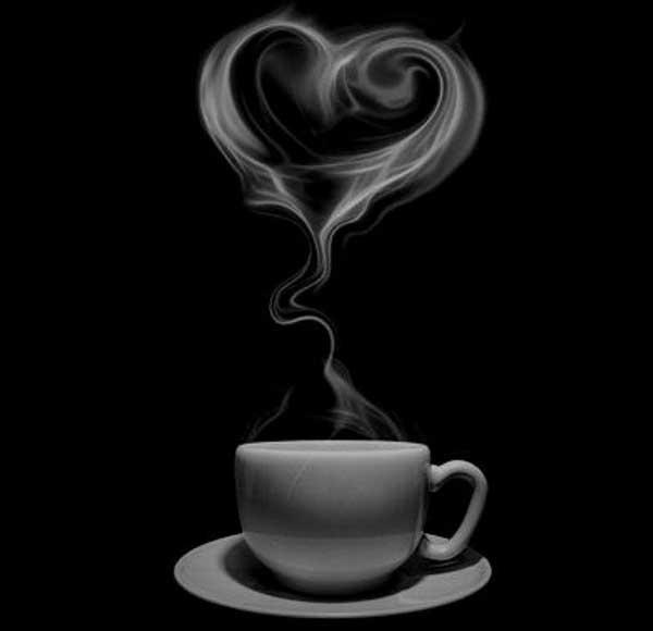 عکس پروفایل سیاه سفید به شکل قلب با بخار فنجان قهوه