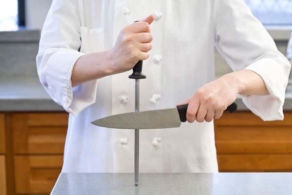 تیز کردن چاقو با سوهان میله ای