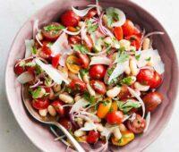 سالاد لوبیای سفید و گوجه فرنگی گیلاسی
