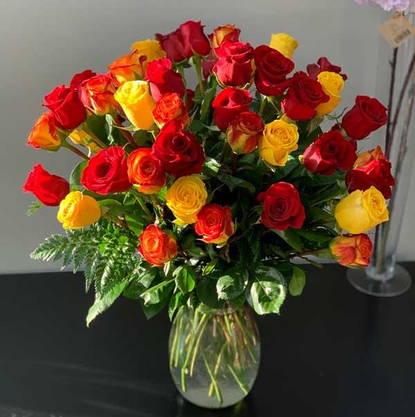 گلدان گل رز قرمز زرد
