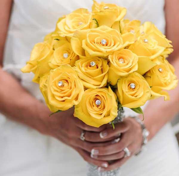 دسته گل رز زرد عروس
