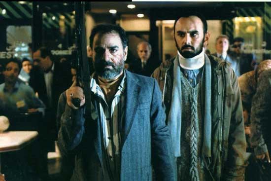پرویز پرستویی در نقش حاج کاظم در آژانس شیشهای